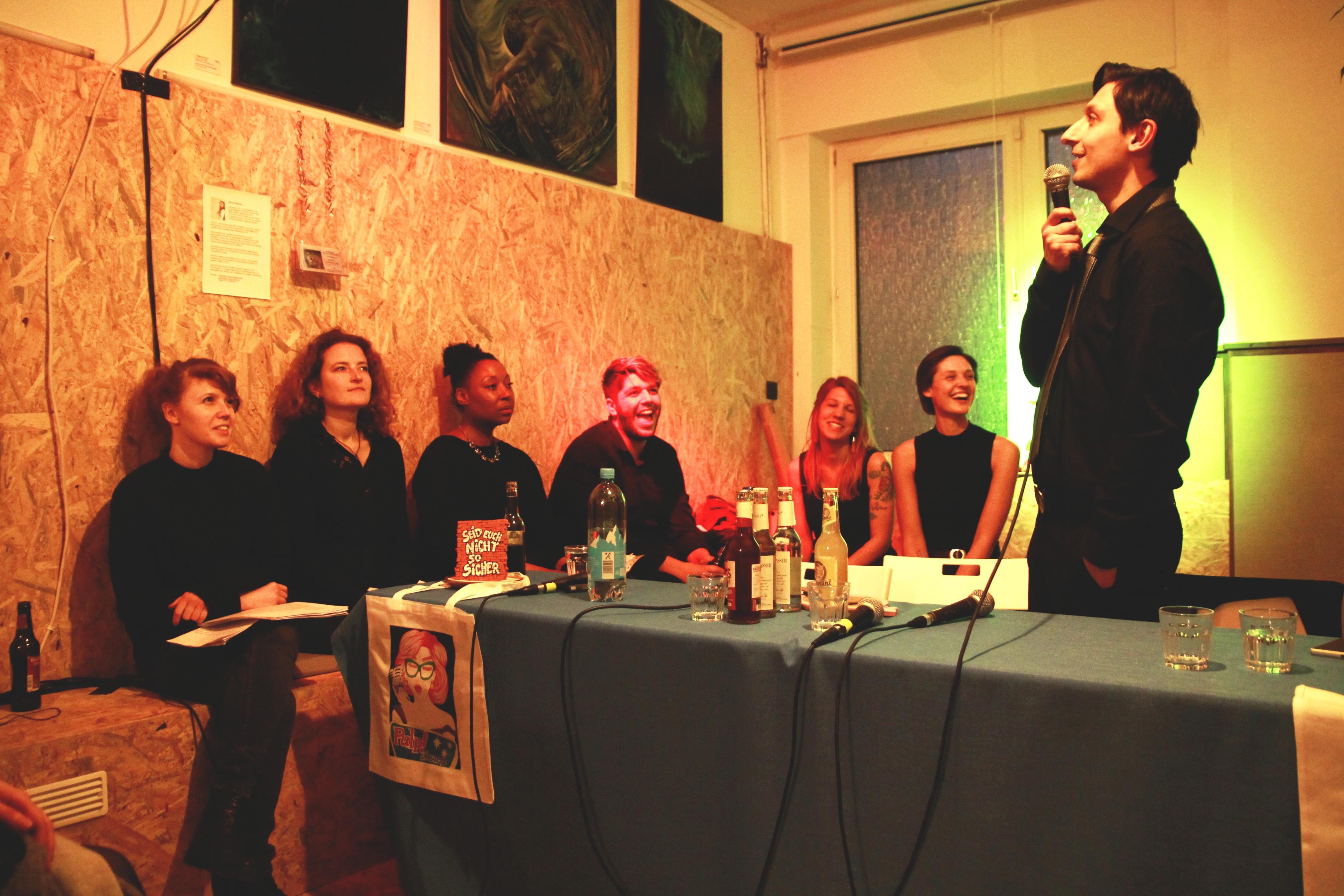 Nils Wittlich (ganz rechts) bei der Premiere der Lesung Pulp! Ende März